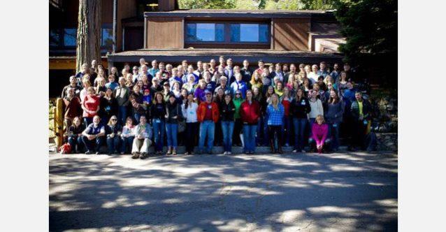 スタンフォード・シェラ・キャンプで開催された第12回の草の根活動家のための「ツール会議」の参加者たち。日本支社からも2名が参加。Photo: Tim Davis