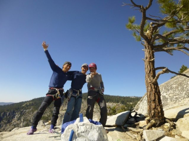エル・キャピタンを登り終えて。左から佐藤裕介、岡田康、横山勝丘。写真:横山 勝丘