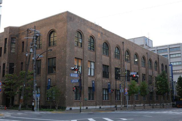 大正15年に建築された旧館側からの新風館。パタゴニア京都が入居しているのはこの1階部分