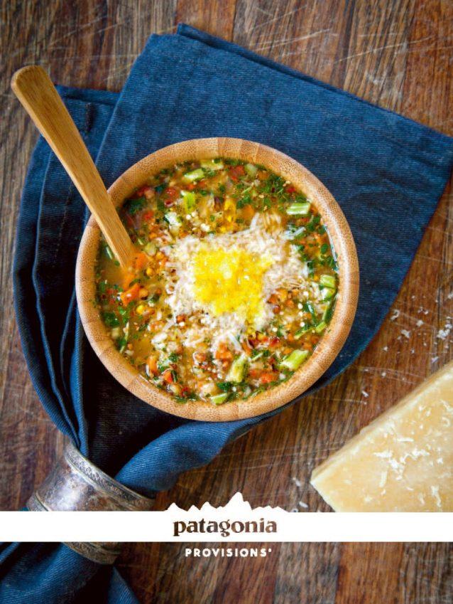 ツァンバ・スープに新鮮なパルメザンチーズとオリーブオイルをふりかけるのがイヴォンのお気に入りの食べ方。Photo: AMY KUMLER