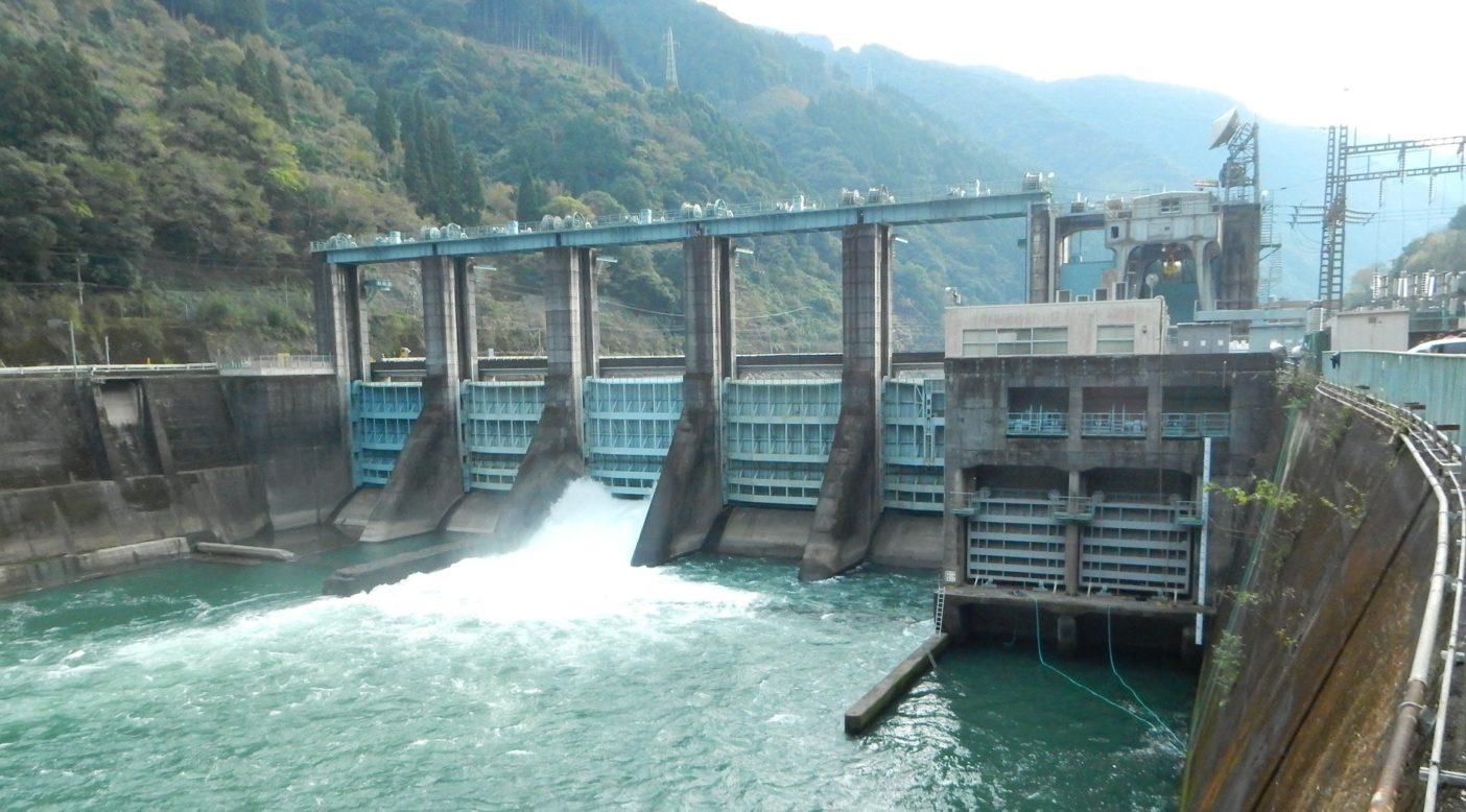 荒瀬ダム上流には、依然として土砂や魚の移動を妨げている瀬戸石ダムが存在する。写真:つる詳子