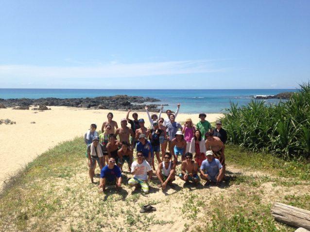 地元サーファーと地域住民が一緒になって毎月ビーチクリーンを開催。写真:碇山勇生