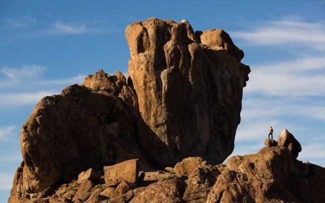 ネバダ州ベイスン・アンド・レンジの火山のカオスを見守る。Photo:Tyler Roemer