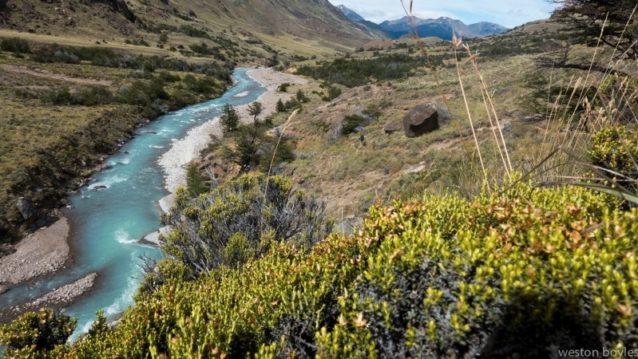 4日目、リオ・チャカブコへ流出するアヴィレス・スール川へと下る。これでチームは新しい国立公園に敷かれたトレイルシステムに合流したことになる。Photo: Weston Boyles
