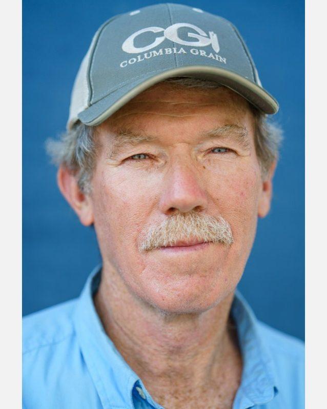 スネーク・リバー地域の農夫ブライアン・ジョーンズは自由に流れる川と生産能力の高い農業経済が密接に関連していると信じる。穀物やその他の農産物を鉄道で輸送することは、有害なダムに依存し衰退している艀による輸送に代わる、既存の代替え策だ。Photo: Ben Moon