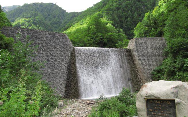 白馬村にある平川の砂防ダム。写真:田口康夫