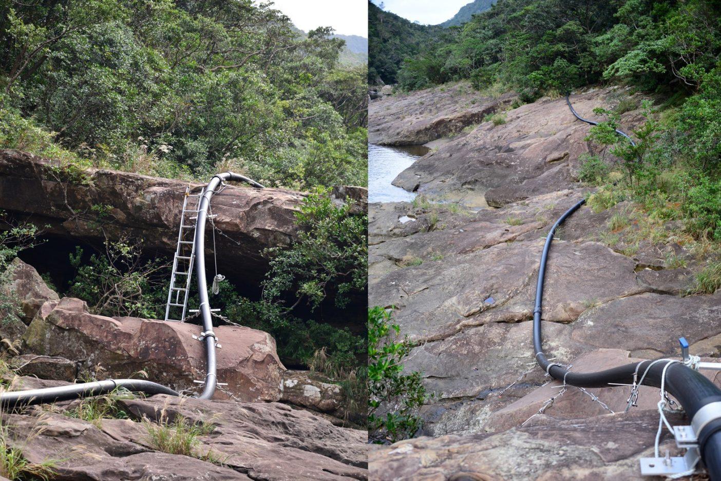 川沿いをうねる黒大蛇のようにつづいているパイプは異様な光景。写真:中根淳一