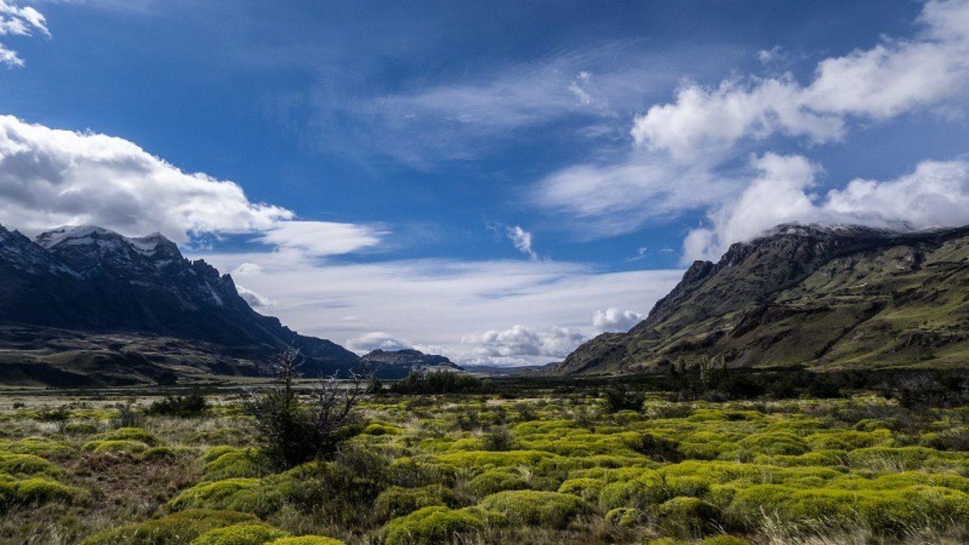 未来のトレイルはヘイニメニ山を渓谷経由にて北へ、山を越えて南へと繋ぐ。Photo: Justin Lotak