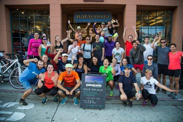 2015年、『マイル・フォー・マイル』の上映前にグループ・ランニングのために集うパタゴニアのスタッフとパタゴニアのサンフランシスコ直営店の仲間たち。Photo: James Q Martin