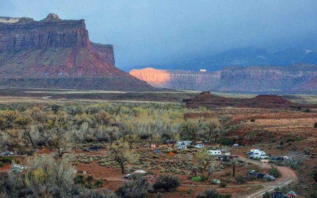 ユタ州インディアン・クリーク、ヴァン・キャンプ Photo: Andrew Burr