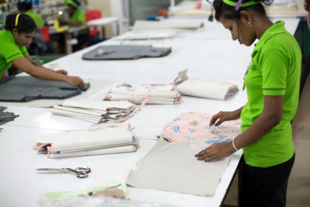 MASアクティブ・レジャーラインの従業員約525名(清掃員と警備員を含む)が、2016年にフェアトレードのプレミア賃金を受け取った。スリランカ、カトゥナヤケ。Photo: Jarrah Lynch