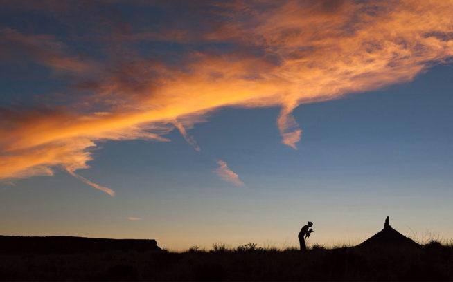 野生の場所は私たちの存在を小さく感じさせる。そしてときに、私たちは本当に小さい。ユタ州インディアン・クリーク Photo: Andrew Burr