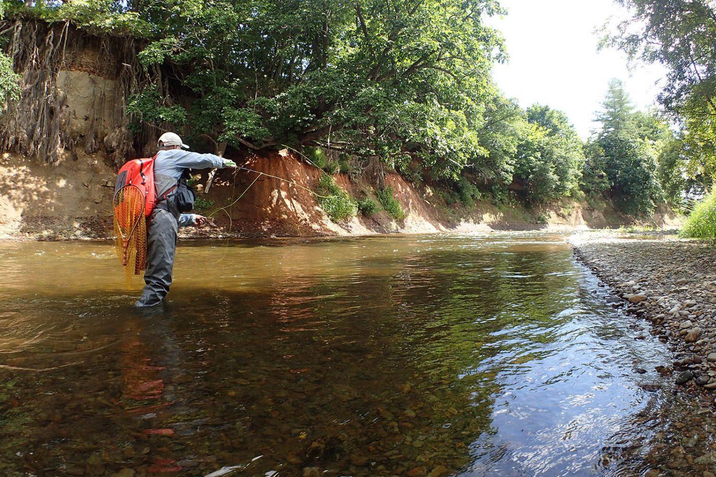 最軽量のミドル・フォーク・パッカブル・ウェーダーは軽快に釣りを続けられる 写真:佐々木 大