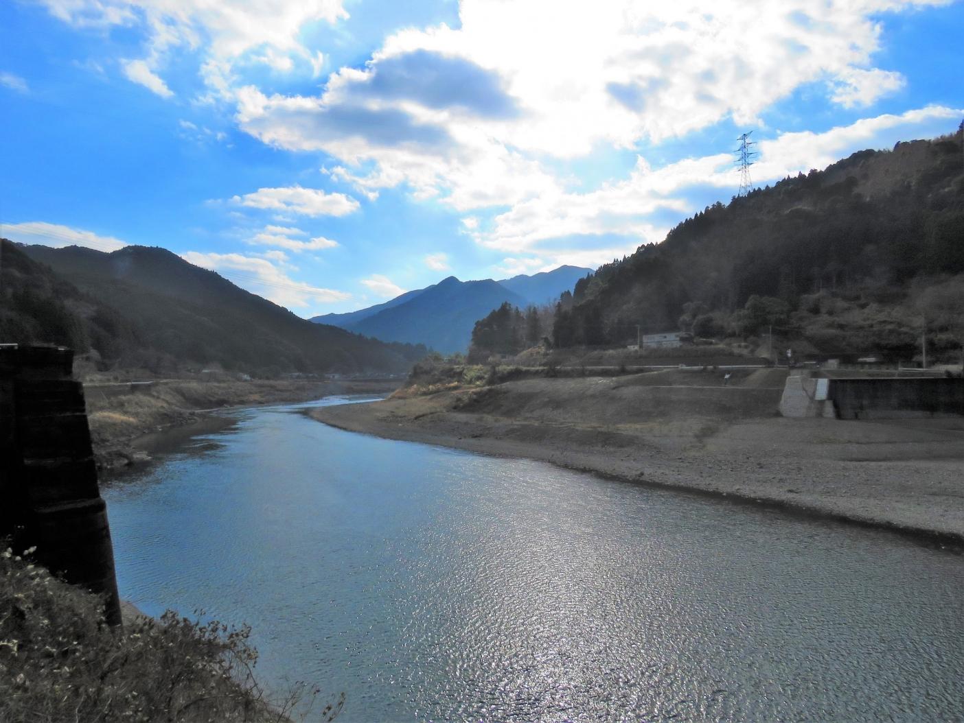 荒瀬ダムはなくなっても、そこには上流にある瀬戸石ダムの存在がはっきりと見えている