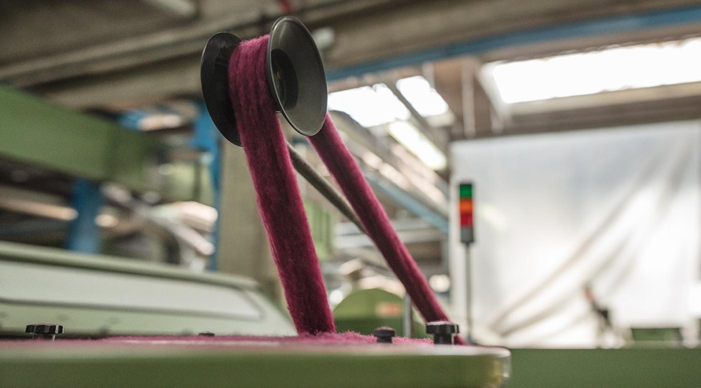 リサイクル・ウールとマイクロポリエステルを混紡した、軽量ですばやく乾くソフトな肌触りのテクニカル素材。 Photo: Tim Davis