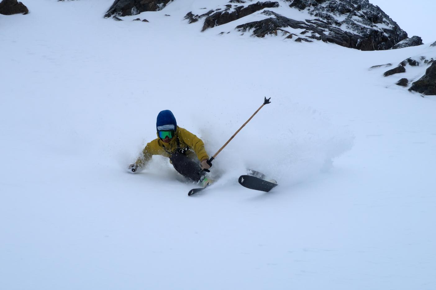 ストームの隙間を狙い新雪を踏み込む