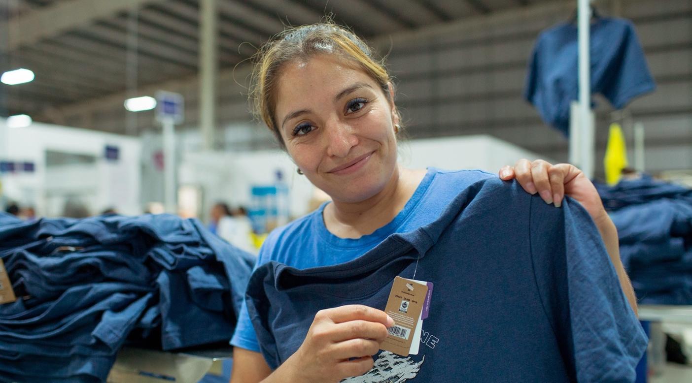 2人の子供をもつ35歳のエイドリアナ・ロブレスが2012年以来働くのは、メキシコのユカタン州バッカにあるフェアトレード認証衣類製造工場バーティカル・ニット。Photo: James Rodriguez