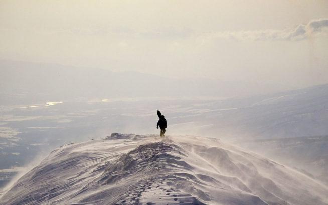 Niseko Annupuri Peak 1991年冬。 ノートラックの午後。バックボウルでピットを掘り藤原沢へと引き返す。