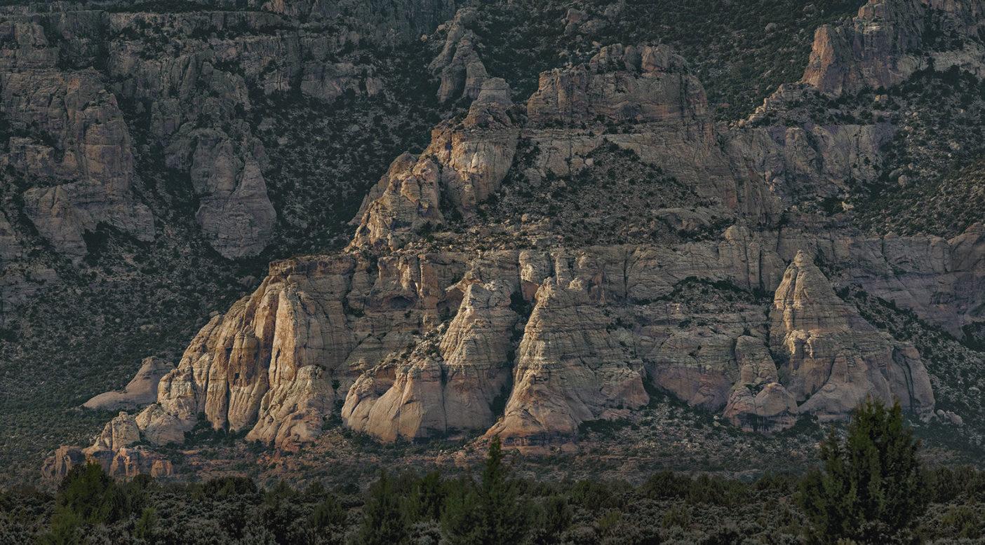 ディネ居住区の北端にある砂岩群。Photo: Ace Kvale