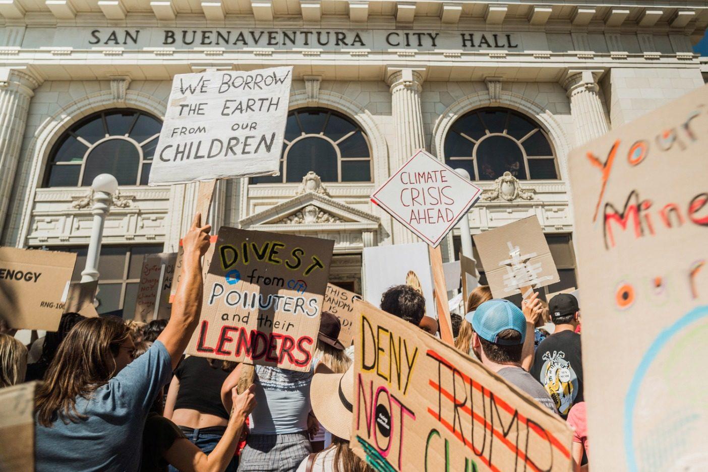 9月20日、カリフォルニア州ベンチュラの気候ストライキに集まった人びと。Photo: Colin McCarthy