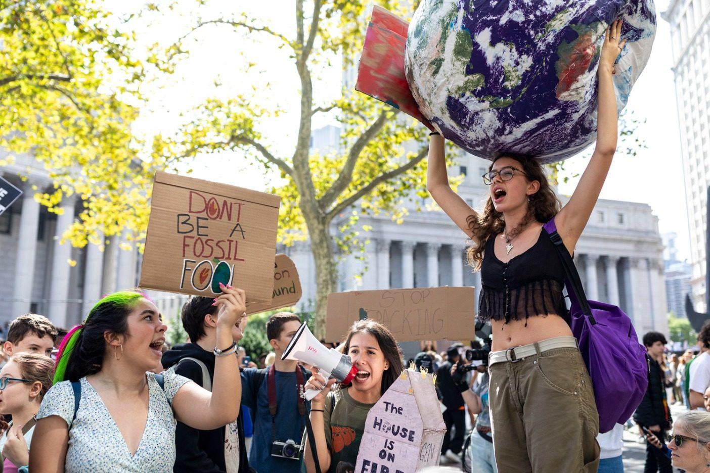 ニューヨーク市の9月20日の気候ストライキはアメリカでは最大の規模であり、主催者はおよそ25万人がこの若者主導のストライキに参加したと推定する。Photo: Keri Oberly