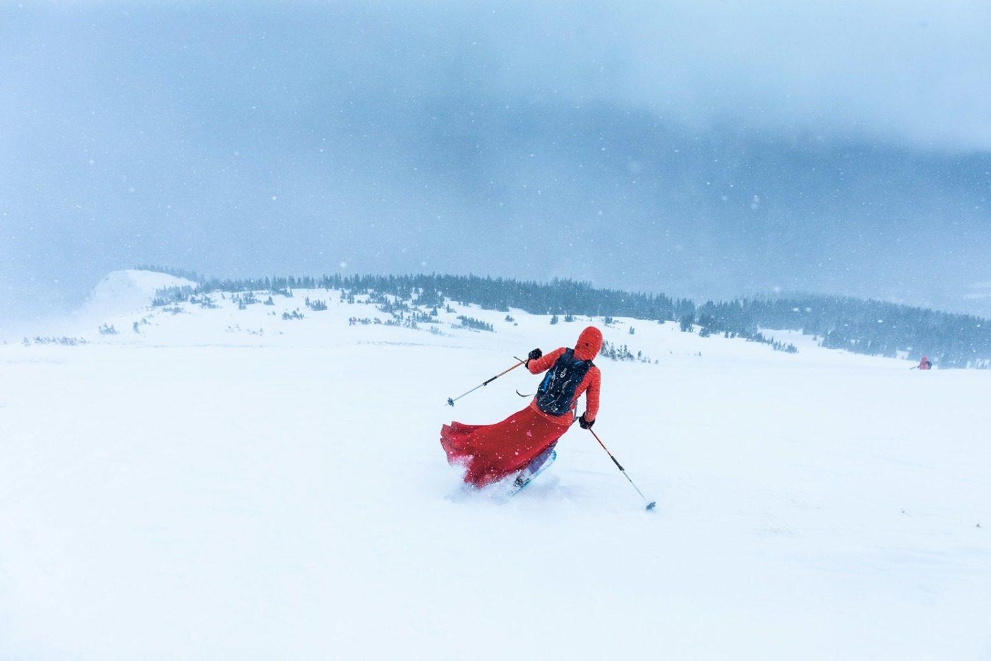 風にさらされたレッド・レディ・ ボウルの肩を滑る著者(第 35 代 「レッド・レディ」)。Photo:Forest Woodward