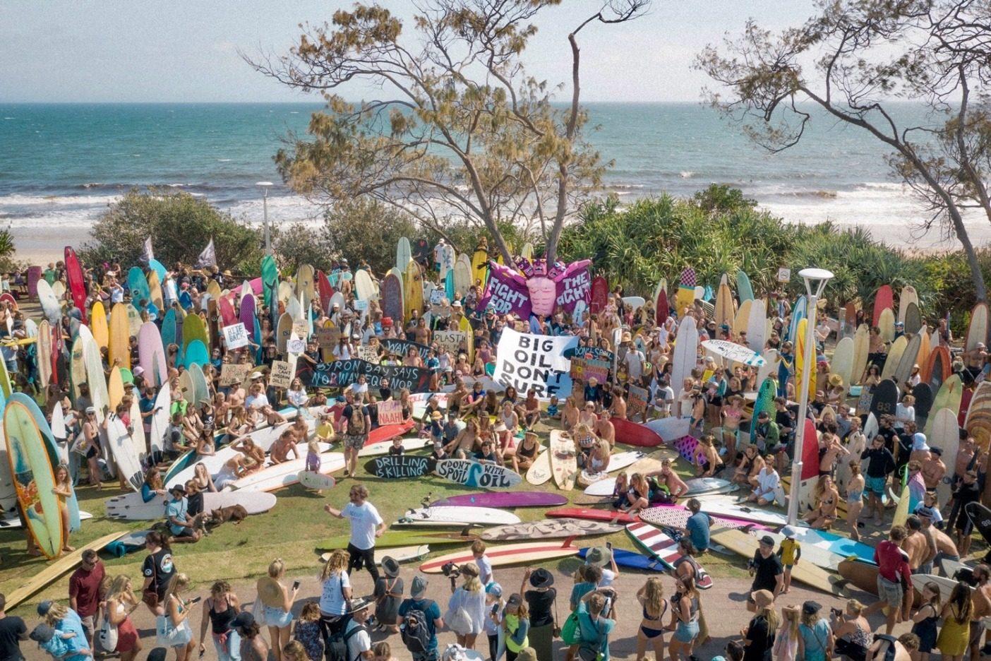 「この人たちは過激な活動家ではない。意見を表明している沿岸地域のコミュニティだ。多くの人は、それまでの人生の中で抗議活動をしたことはなかった。だからこそ、これらの集会には強い意味があった」 Photo:MATTY HANNON