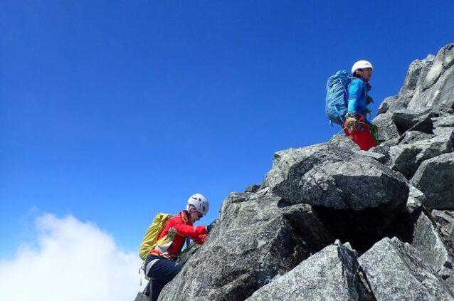 剱岳のバリエーションルートをガイディング中 写真:旭立太