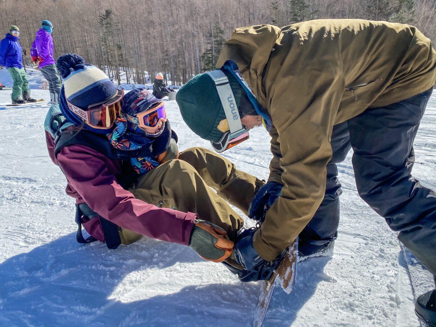 1歳になる息子を抱えてのスノーセッション。手探りながらも日々新しいライフスタイルを探求している。 Photo : Alex Yoder