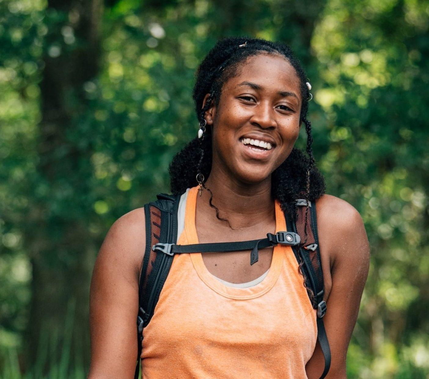 バーム・ボイエットではじめての日を過ごし、数分の休憩を取るアナリース・クレオパトラ。彼女はアーティストであり映画監督であり、マイアミを拠点とするマウンテンバイカー。Photo : Nathalie DuPré