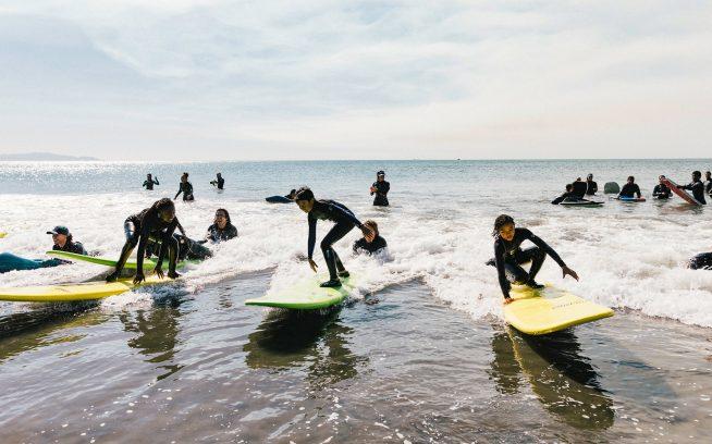 ミー・ウォーターのグロムは、小さな波に満面の笑顔。カリフォルニア州マリン群 Photo:Jeff Johnson