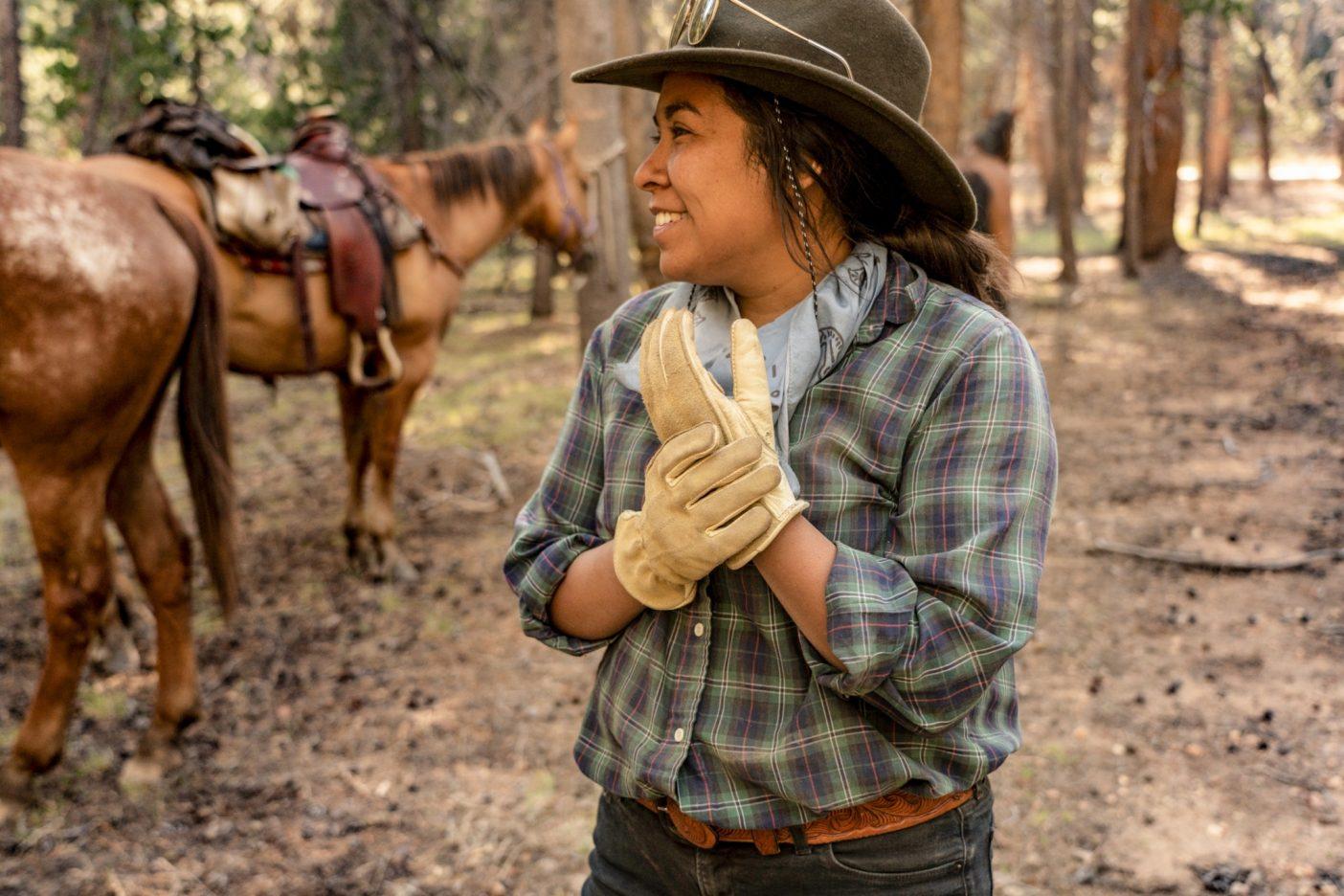 旅の2日目、数頭の馬とラバが、自らの意志でキャンプに戻ってきた後のジェイド。パトリスはその日の出来事をこう思い出す。「世話役のアニエラとサムが他の馬やラバの番をしている間、私たちは戻った馬と一緒に待つしかなかったわ。」Photo:Taylor Rees
