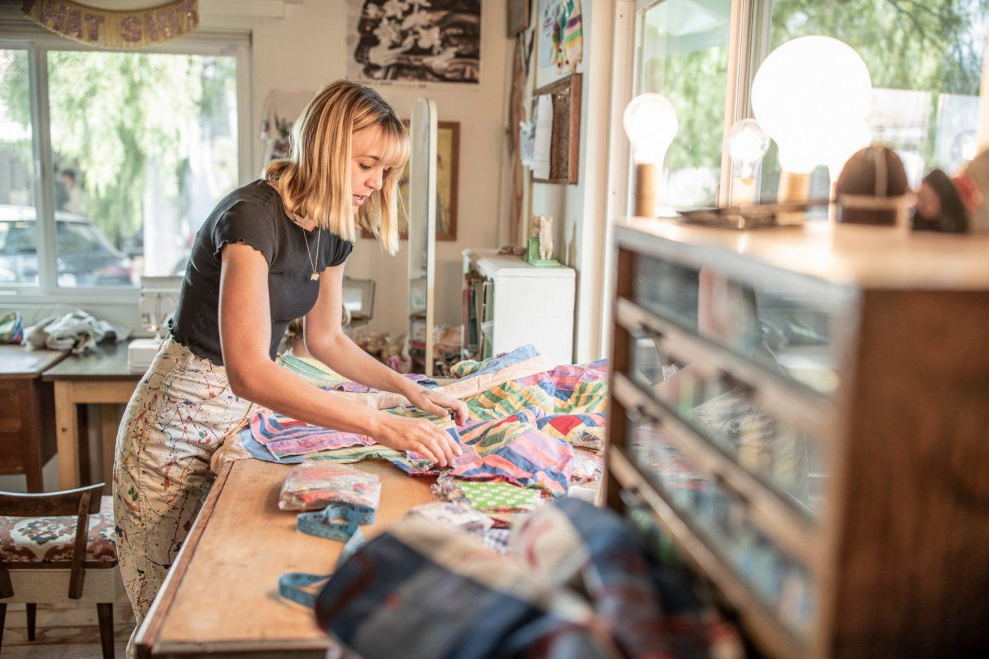 コートニーには、誰かが捨てたものを美しくて便利なものに変える才能がある。だからこそ彼女の作品は独創的であり、あっという間に売り切れる。Photo: Tim Davis