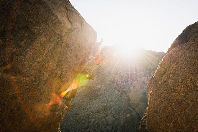 地元民マイルズ・モーザーは、ジョーブレーカー(5.11d)の最後のひと登りにかかる。自らが開拓した、自身の得意とする機敏で体操選手のようにダイナミックな動きにぴったりのルートだ。Photo: Matthew Tufts